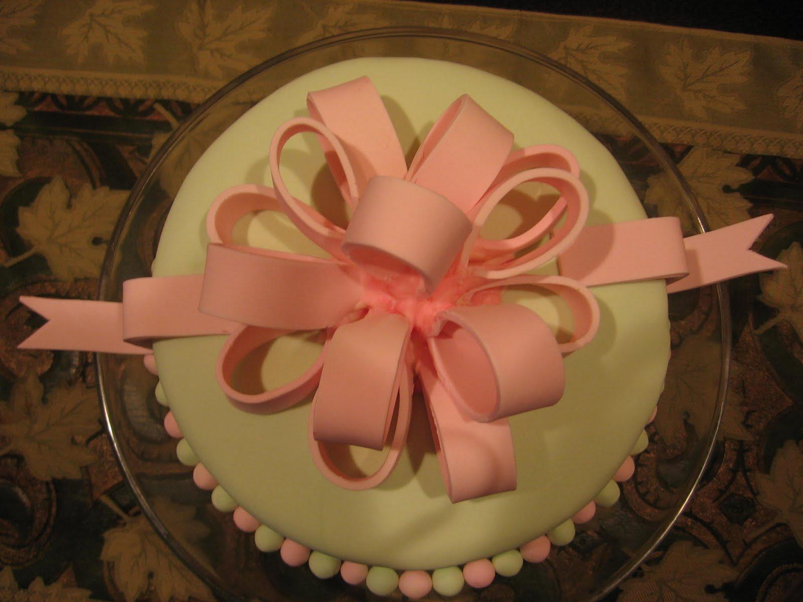 TurtleCraftyGirl: Fondant Bow Cake