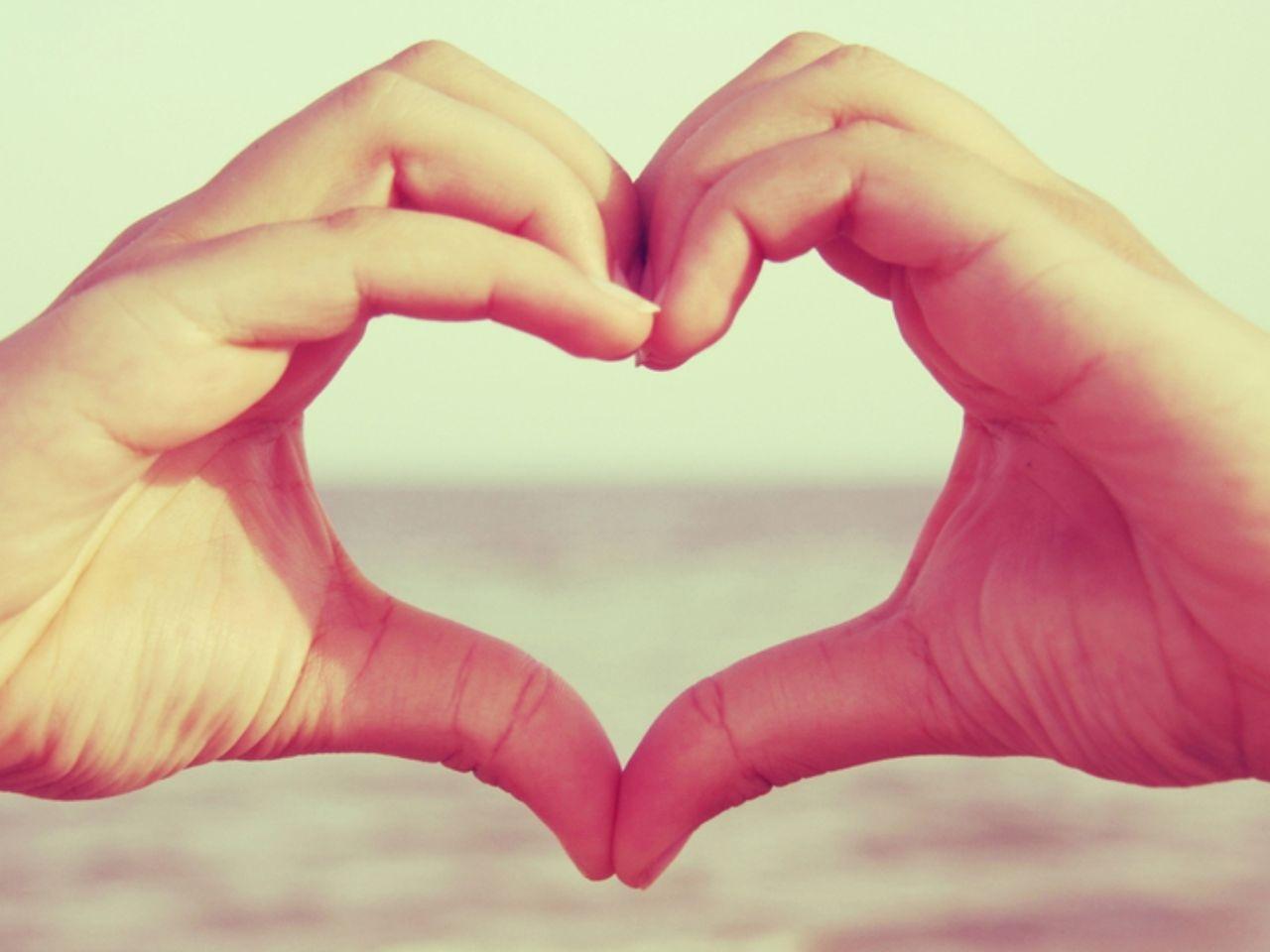 Hd wallpapers hands heart desktop wallpaper - 2 hand love wallpaper ...