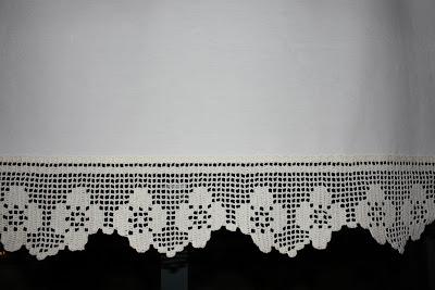 Cortina De Cozinha Em Linho   Bainhas Abertas E Pontas Em Crochet
