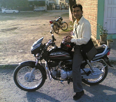 Sajal on his 2nd Gen Super Splendor