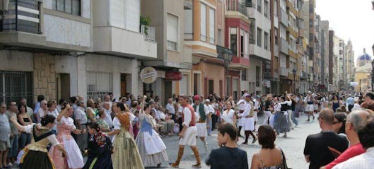Ballant al carrer del Sequial