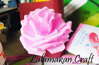... ...trilili... sudah jadi... mirip dengan bunga mawar asli kan