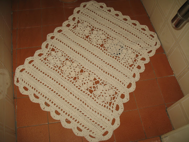 """Jogo de Banheiro """"CRU"""" feito em Crochê... (""""Tapete de Pia"""")..."""