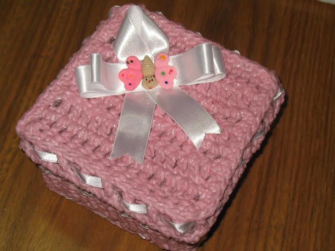 """Caixinha feita em Crochê... (""""Detalhes"""")..."""