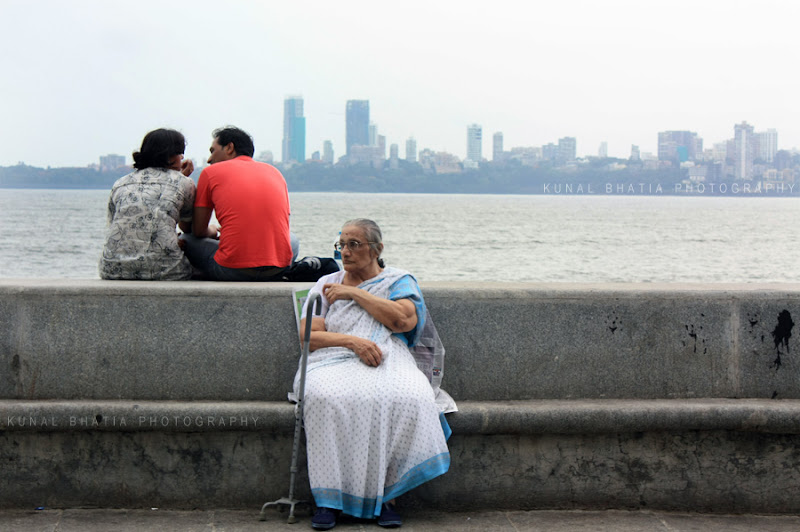 photo young couple and old widow at marine drive in mumbai by kunal bhatia