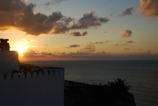 Atardecer en el Estrecho de Gibraltar, visto desde Tánger. Reino de Marruecos.