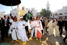 S.M. el Rey Sidi Mohamed VI, los Príncipes Herederos: Mulay Hicham, Mulay Hasán y el cortejo real.
