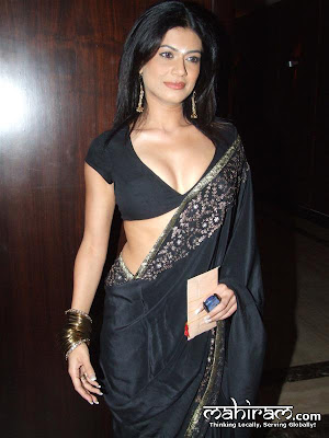 Payal Rohatgi Exposing in Short Blouse, Black Saree