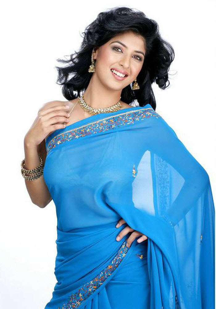 , Beautiful Aishwarya sakhuja Blue Saree Hot Photoshoot