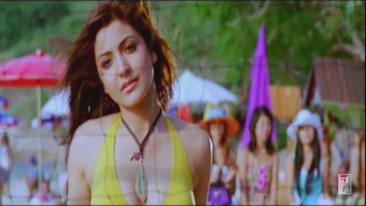 Masala Figures: Anushka sharma hot bikini pictures