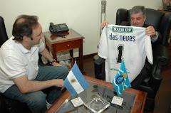 El gobernador Das Neves se puso la camiseta