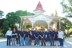 El equipo en la Plaza Independiencia