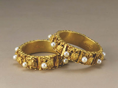 Pair of Gold Bracelets with the Design