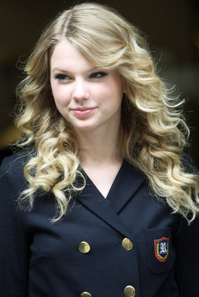 taylor swift formal hairstyles. Taylor+swift+hairstyles+