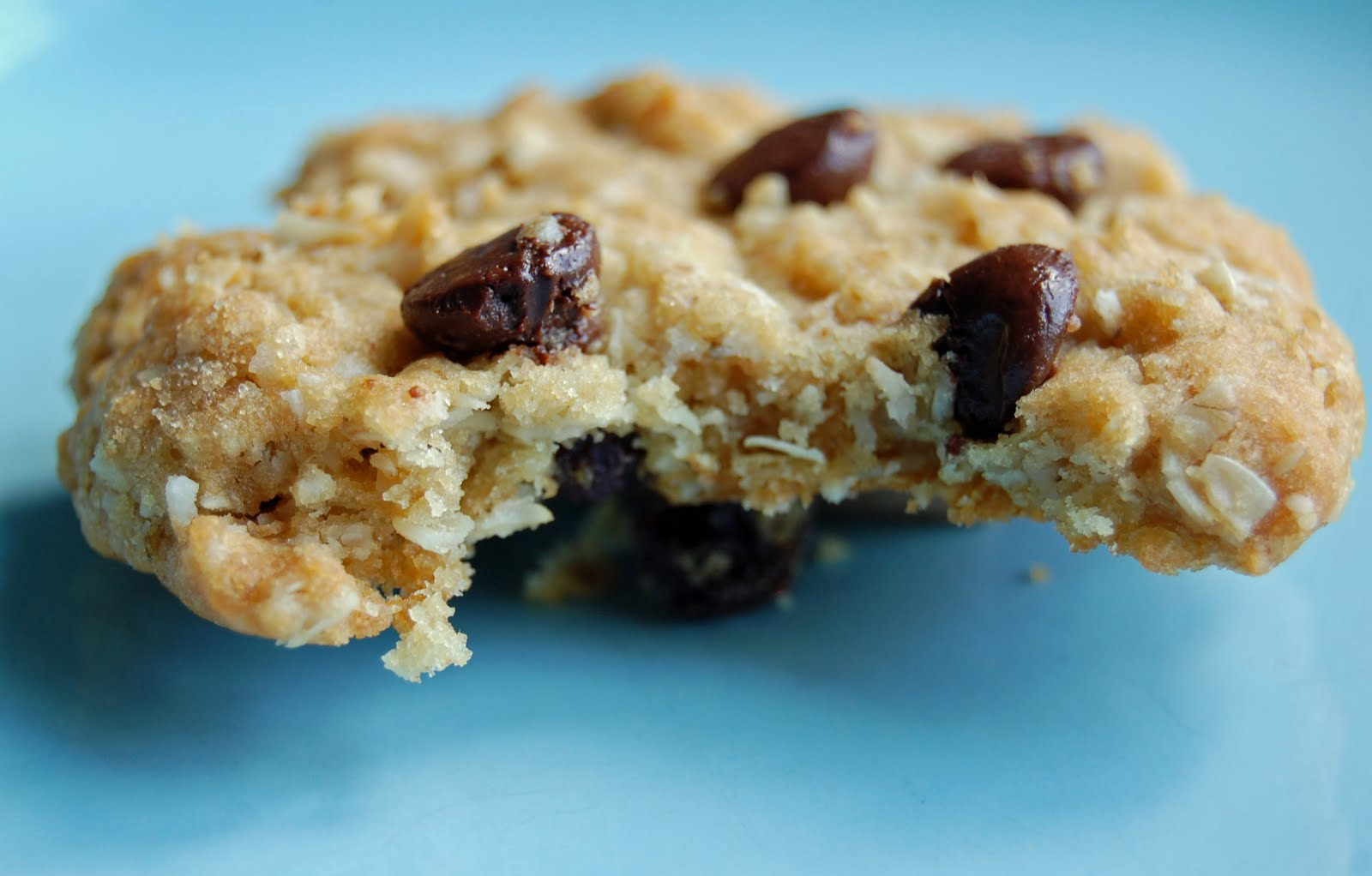 Canadian Baker Too: Chocolate Chip Or/And Raisin Oatmeal Cookies