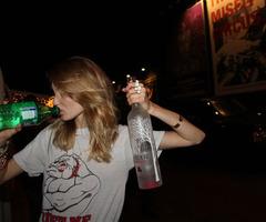 Quiero ir a tomar una cervesas con mis amigos y ser feliz tan solo una vez más :)