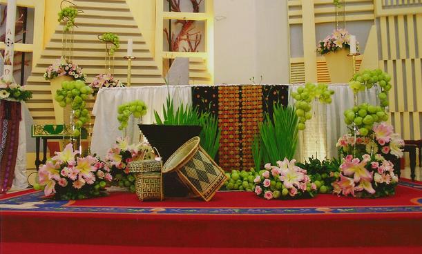Dekorasi Altar Gereja: Seni (Pelayanan) Merangkai Bunga dalam Perayaan