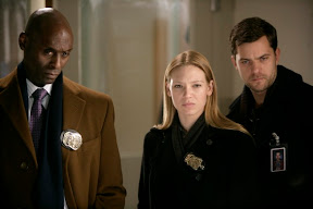FRINGE: Broyles (Lance Reddick, L) leads Olivia (Anna Torv, C) and Peter (Joshua Jackson, R) to the latest crime scene in the FRINGE episode 'Ability' airing Tuesday, Feb. 10 (9:01-10:00 PM ET/PT) on FOX. ©2009 Fox Broadcasting Co. Cr: Craig Blankenhorn/FOX