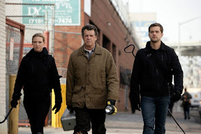 FRINGE: Olivia (Anna Torv, L), Walter (John Noble, C) and Peter (Joshua Jackson, R) track a deadly creature in the FRINGE episode 'Unleashed' airing Tuesday, April 14 (9:01-10:00 PM ET/PT) on FOX. ©2009 Fox Broadcasting Co. Cr: Craig Blankenhorn/FOX