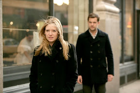 FRINGE: Peter (Joshua Jackson, R) follows Olivia (Anna Torv, L) to a crime scene in the FRINGE episode 'Bad Dreams' airing Tuesday, April 21 (9:01-10:00 PM ET/PT) on FOX. ©2009 Fox Broadcasting Co. Cr: Craig Blankenhorn/FOX