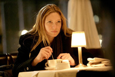 FRINGE: Olivia (Anna Torv) finds herself in some strange situations in the FRINGE episode 'Bad Dreams' airing Tuesday, April 21 (9:01-10:00 PM ET/PT) on FOX. ©2009 Fox Broadcasting Co. Cr: Craig Blankenhorn/FOX