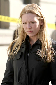 FRINGE: Olivia (Anna Torv) investigates a sudden and bizarre death in the FRINGE episode 'The Road Not Taken' airing Tuesday, May 5 (9:01-10:00 PM ET/PT) on FOX. ©2009 Fox Broadcasting Co. Cr: Craig Blankenhorn/FOX