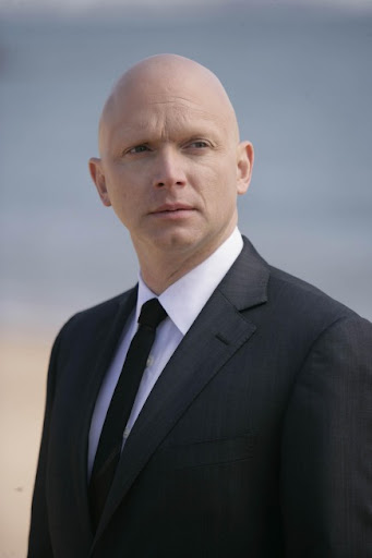 FRINGE: The Observer (Michael Cerveris) emerges in the FRINGE season finale episode 'There's More Than One of Everything' airing Tuesday, May 12 (9:01-10:00 PM ET/PT) on FOX. ©2009 Fox Broadcasting Co. CR: Craig Blankenhorn/FOX