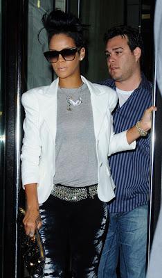 rihanna2 Look du Jour : Rihanna & son jean Tie-Dye