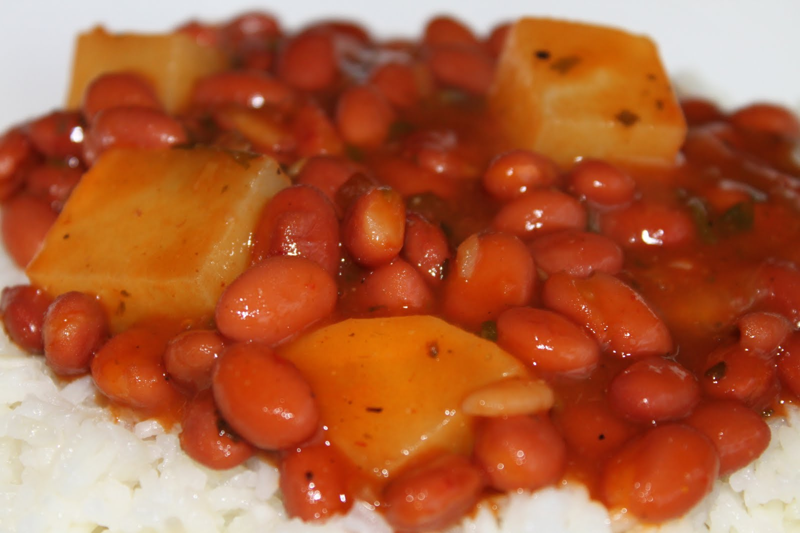 Puerto Rican Style Pink Beans and Rice (Habichuelas con Arroz Blanco)