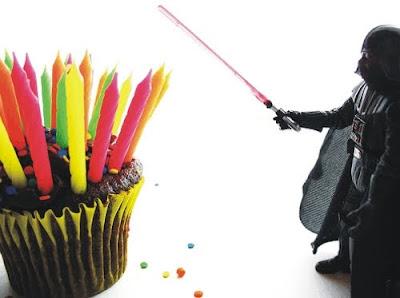 Happy Birthday Oscar (M4K3R1) Darth-vader-candle