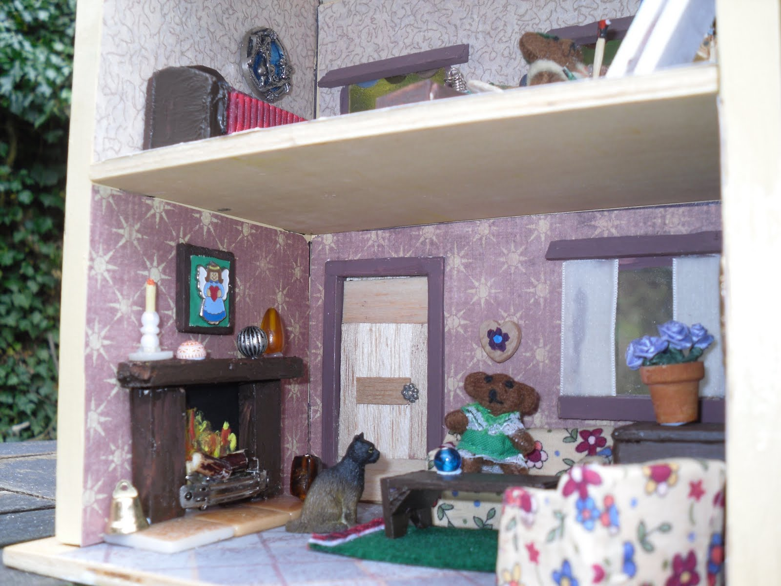 making dolls house miniatures