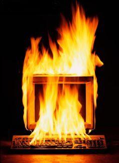 Ataques a CEO Y UEA  Ordenador+ardiendo