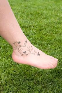 cute foot feminin tattoo