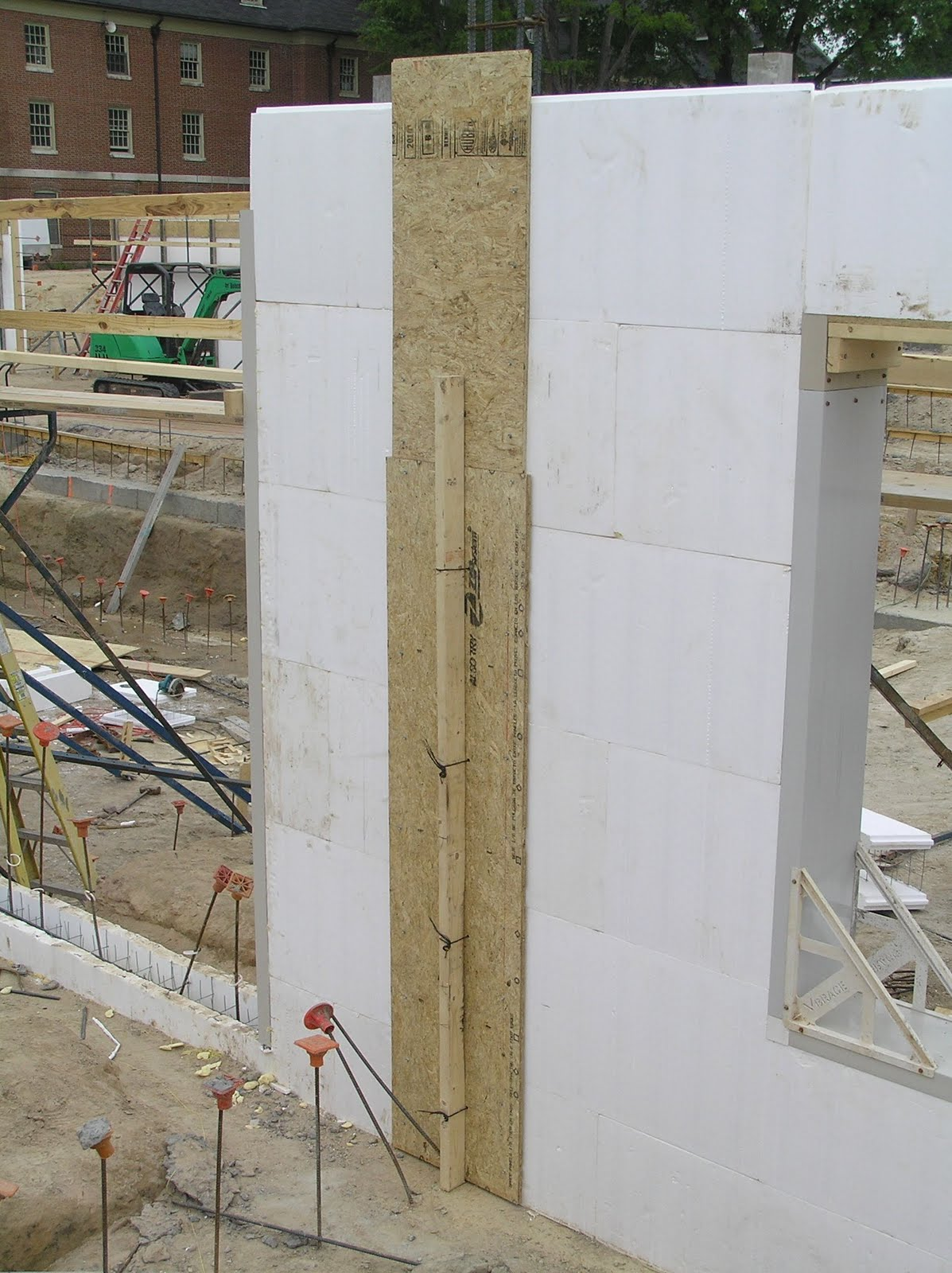 Carolina x wall the x factor in green building integrated pilasters it can take a little bit to orient yourself to the perspective of this photo you are looking down the surface of the wall to show how foam was removed and solutioingenieria Choice Image