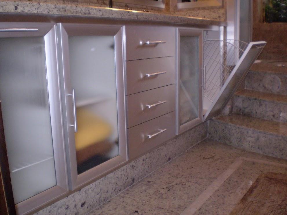 banheiro todo em alumínio
