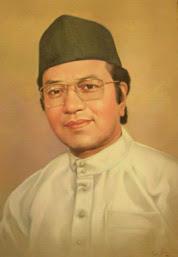 Mahathir Mohamad. Beliau merupakan Perdana Menteri keempat Malaysia