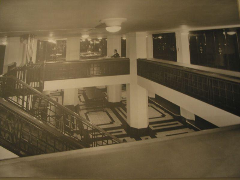 Oude foto trappenhuis gebouw Stadsarchief