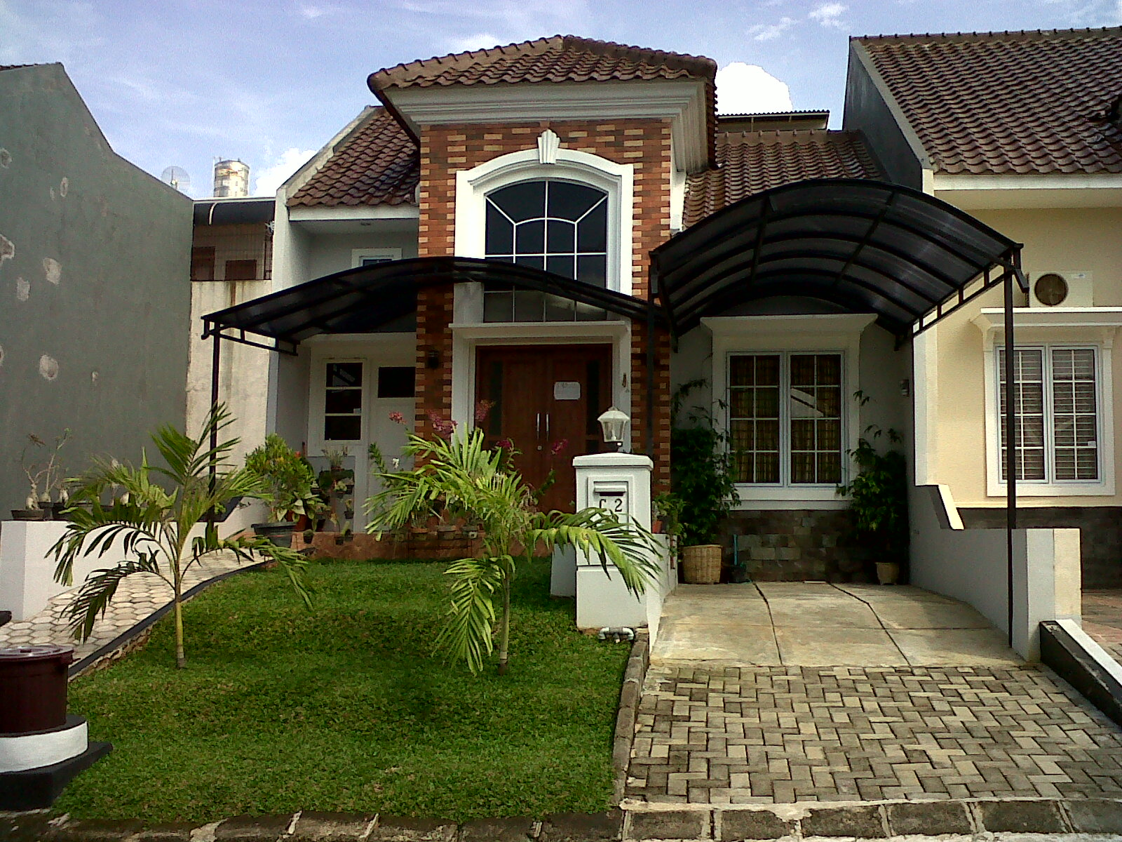 real estate agent rumah model mediterania