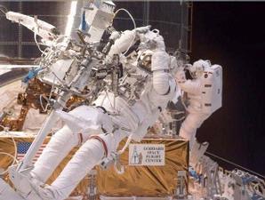 astronot 4 Fakta Mengerikan Seputar Perjalanan ke Luar Angkasa