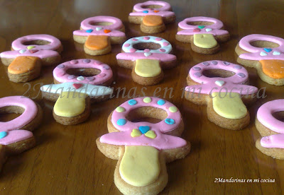 Galletas decoradas con forma de chupete