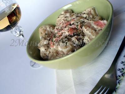 Gnocchi di pane con salsa de salmón ahumado, nata agria y mostaza