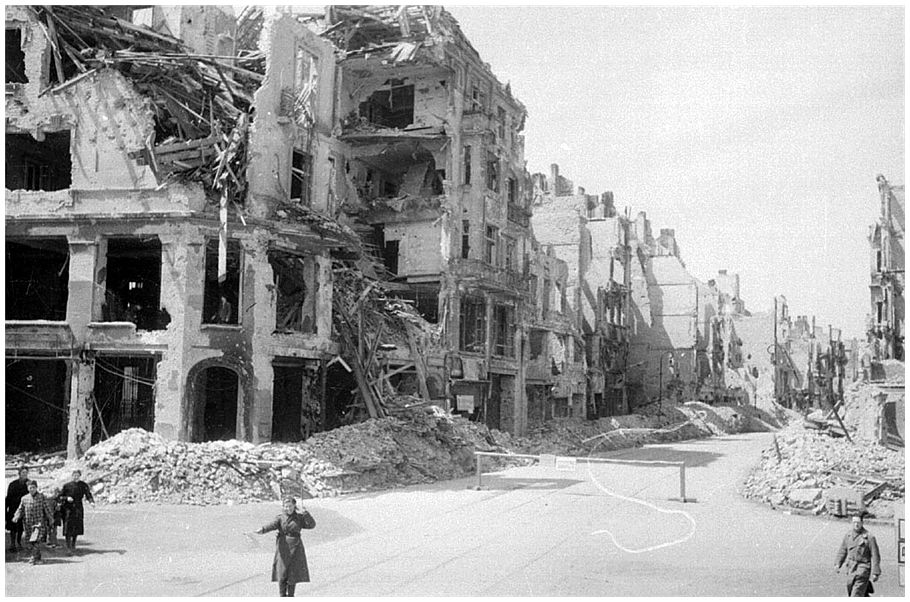History in pictures be there images of war history for Cities destroyed in ww2
