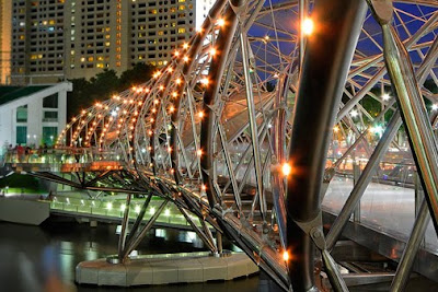 The Helix Bridge in Singapore photos