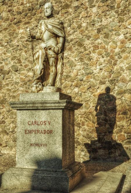 CARLOS I EN LA PUERTA DE BISAGRA