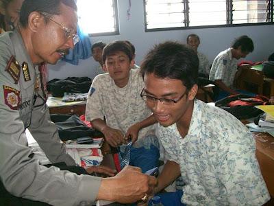 Polisi Razia HP Porno di SMAN 3 Jombang