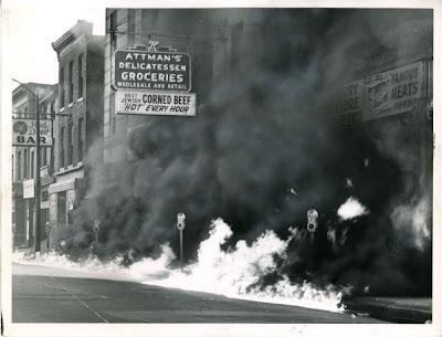 http://2.bp.blogspot.com/_Y_CvIxe4gBg/R_HpgjGY8-I/AAAAAAAAFiw/SgLZQWzN8JE/s400/baltimore_riot.jpg