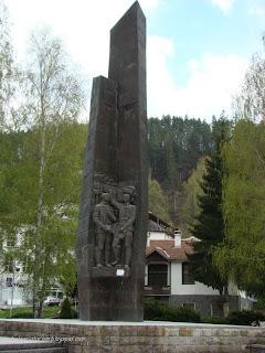 Паметник-Мадан, център