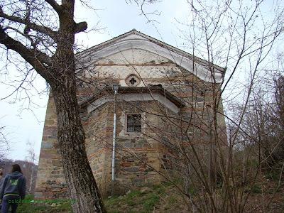 """Църквата на село Чуйпетлово """"Света Петка""""-задна част"""
