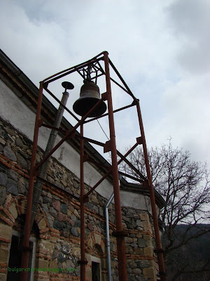 """Църквата на село Чуйпетлово """"Света Петка""""-камбаната"""