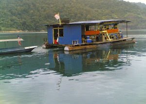 Kenyir Houseboat